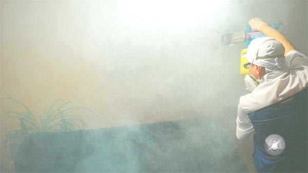 В таких генераторах горячего тумана применяются другие средства, отличные от используемых в генераторах холодного тумана.